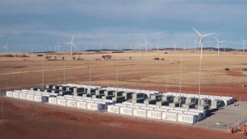 Il sistema a batteria Hornsdale, in Australia del Sud, si ripaga in tre anni
