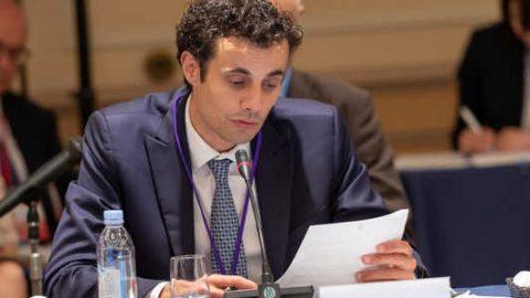 Il sottosegretario allo Sviluppo Economico Davide Crippa firma la Dichiarazione di Tokyo sull'idrogeno