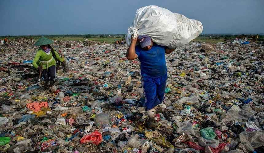 Rapporto Solving Plastic Pollution Through Accountability - Ridurre l'inquinamento da plastica secondo il WWF