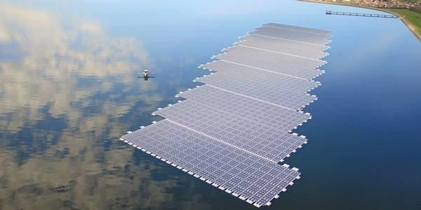 Solare fotovoltaico galleggiante