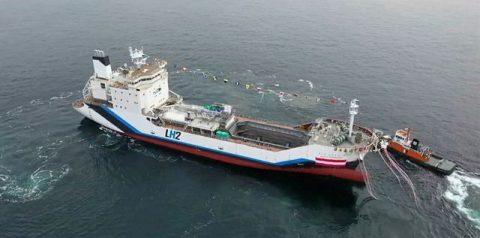 Dal Giappone arriva la prima nave per il trasporto di idrogeno liquefatto