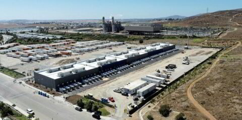 Nuovo record per lo storage a batterie in California